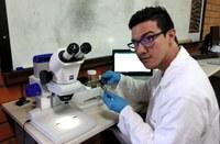 Projeto de iniciação científica, do qual Diego Mantilla faz parte, analisa o efeito dos agrotóxicos na diversidade funcional do ecossistema na região