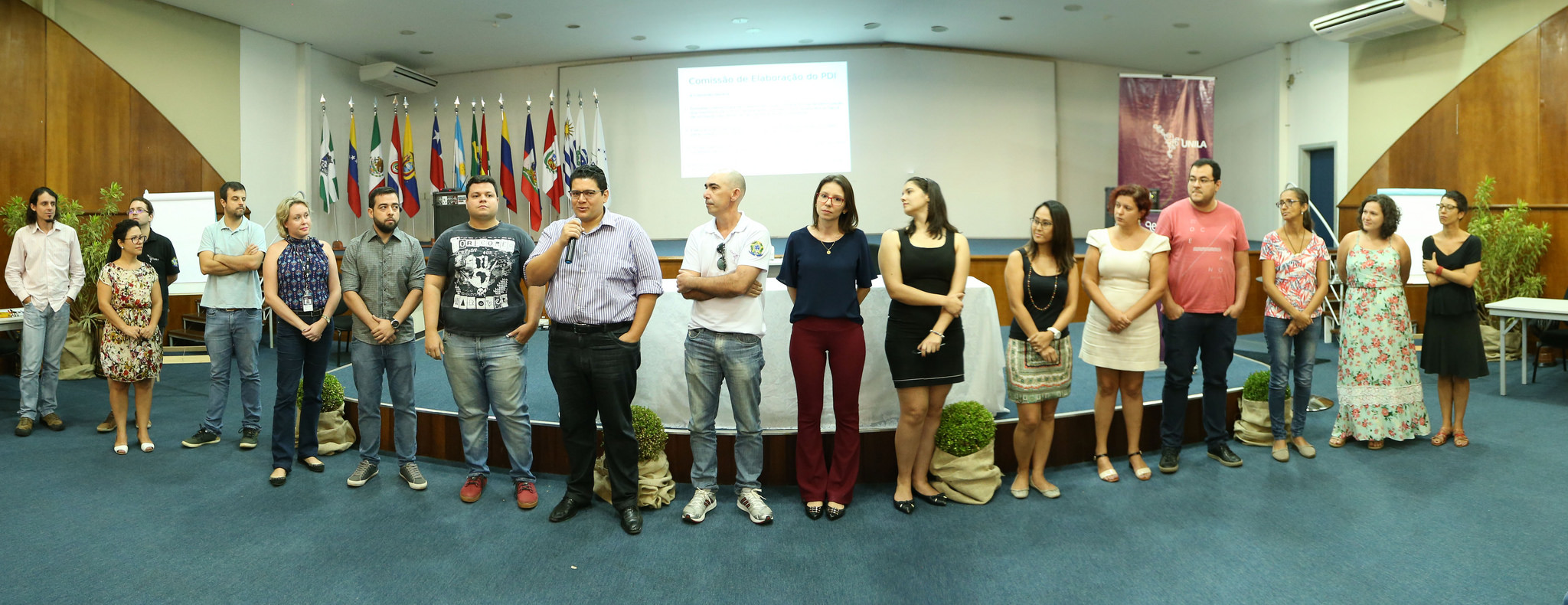 Comissão que participou da primeira fase de elaboração do PDI