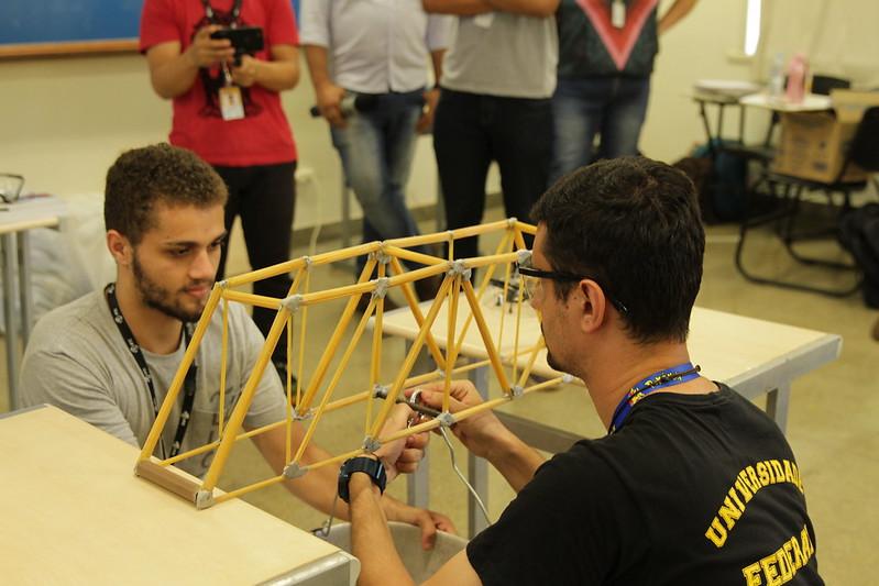 Ponte competidora da primeira edição do concurso de pontes de macarrão