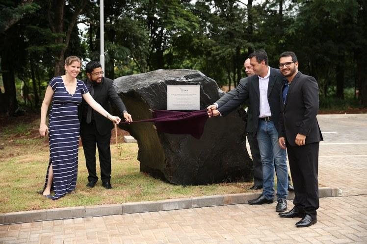 O ato simbólico marca o início das obras do edifício de Salas de Aula, além de fazer parte das comemorações do 10º aniversário da UNILA