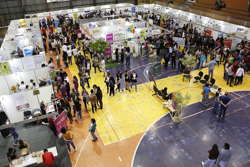 Atividades são realizadas no ginásio do Jardim Universitário