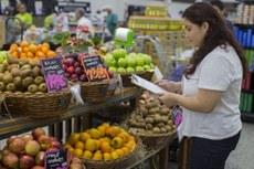 Estudantes realizam pesquisas nos supermercados de Foz do Iguaçu