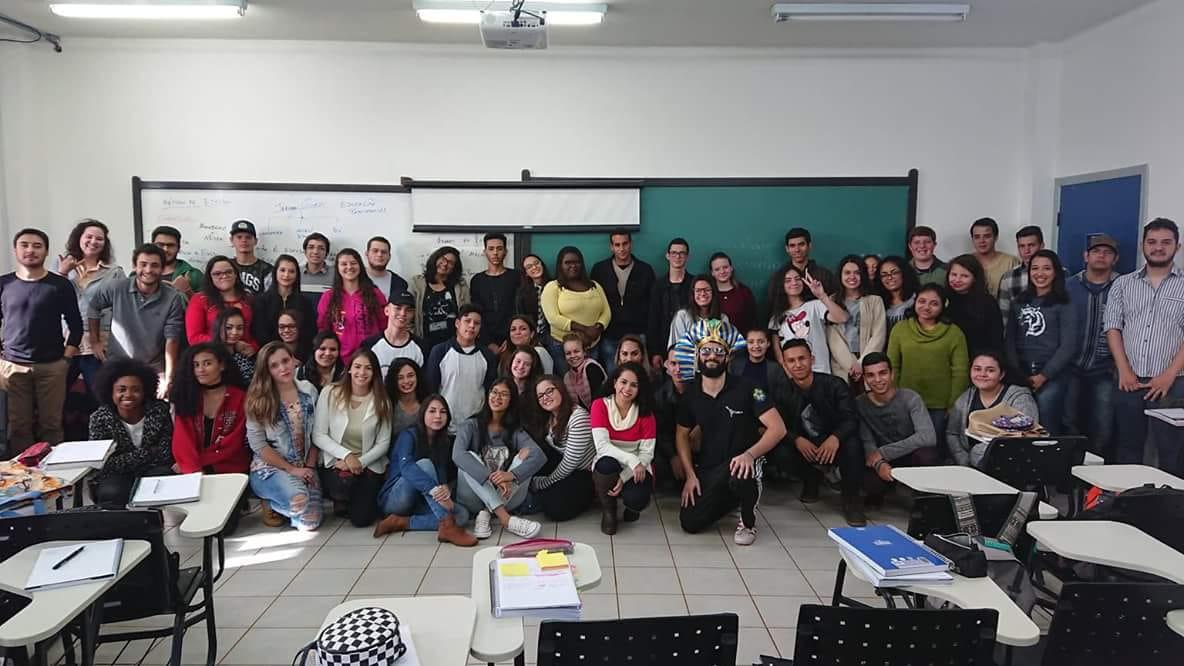 membros do projeto de extensão tekoha guasu, em sala de aula