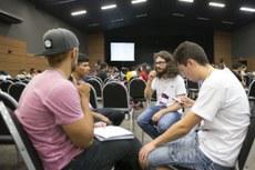 Os novos estudantes formaram grupos para debater temas relacionados à América Latina