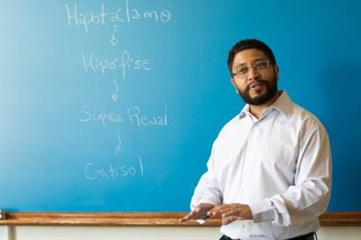 Gleisson Pereira de Brito é professor da UNILA desde 2013 atuando nas áreas de Fisiologia endócrina e do metabolismo