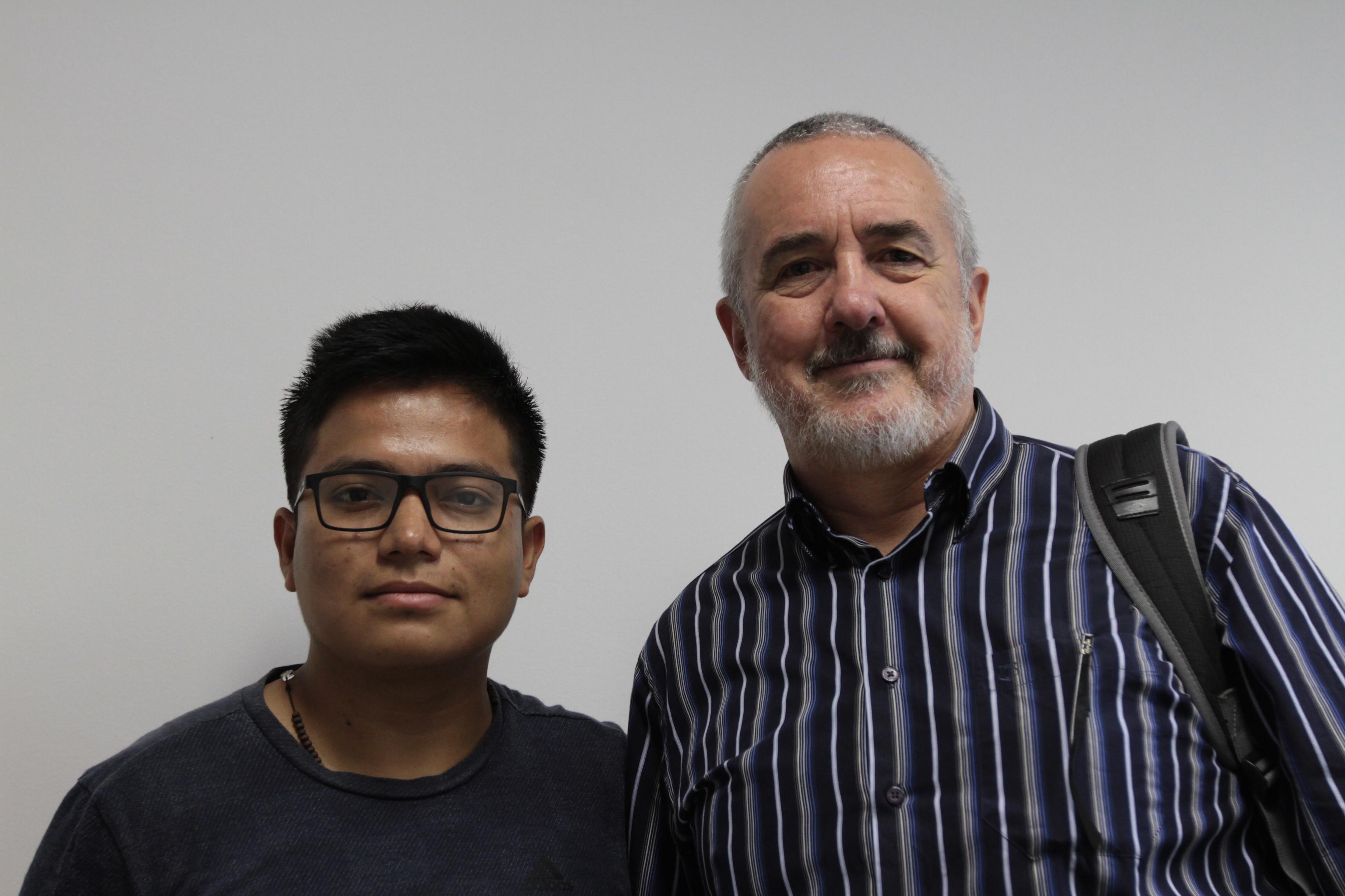O estudante Edgar Jacho e o docente Glaucio Roloff