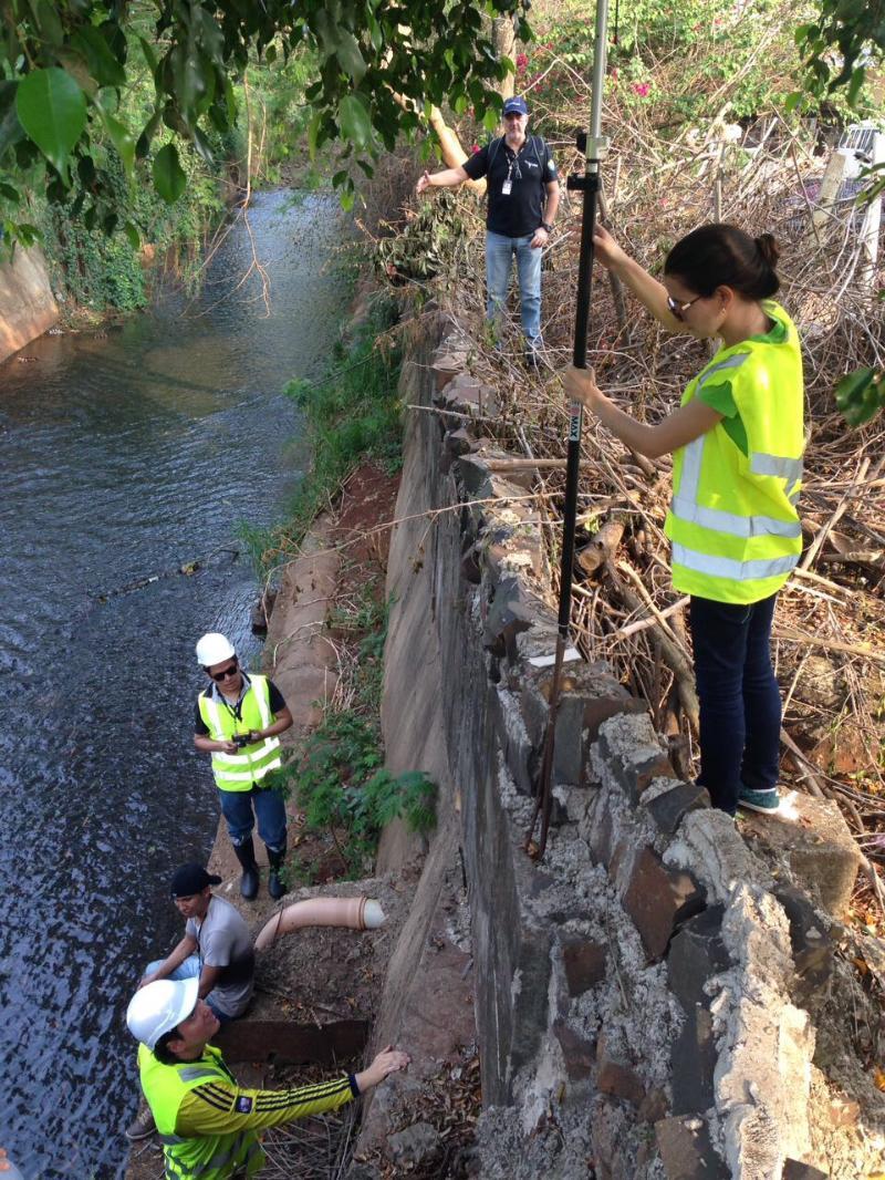 Atividades de pesquisa e extensão dos estudantes da UNILA no rio M'Boicy