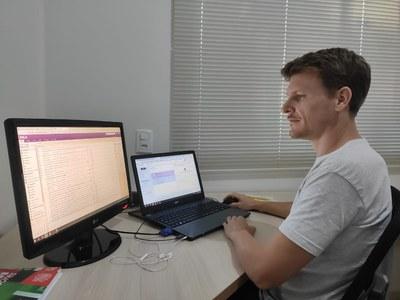 Coordenador da CTIC, Ruminiki Schmoeller, garante que que teletrabalho da UNILA mantem os mesmos padrões de segurança utilizados no trabalho presencial