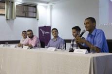 Mesa com os participantes da abertura: Edimar Nunes, Lucio Freitas, Gustavo Vieira, Ali Farhoudh, Nicolas Guzman