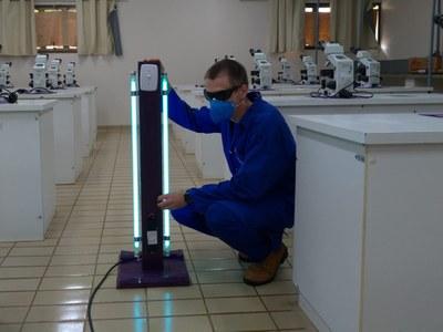 Wagner Ferreira, técnico de Laboratório de Química, foi responsável pela construção dos aparelhos
