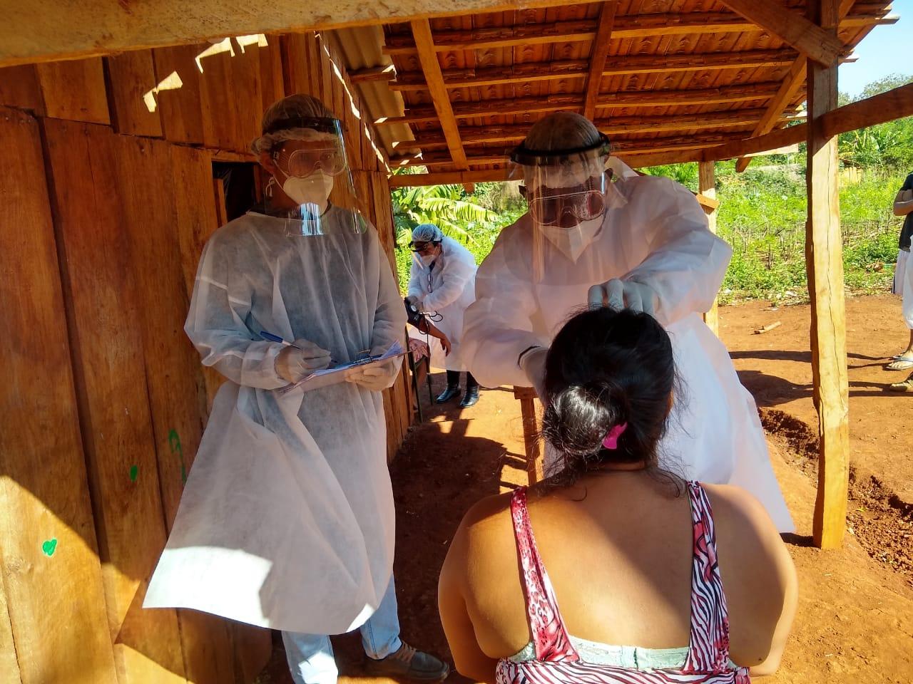 Estudantes de Medicina da UNILA fazem o atendimento de saúde a moradores do Ocoy
