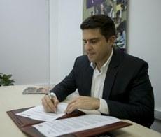 Reitor Gustavo Oliveira Vieira