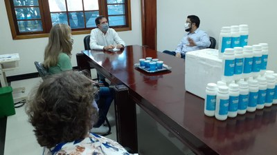 Entrega foi realizada na segunda-feira no gabinete do prefeito