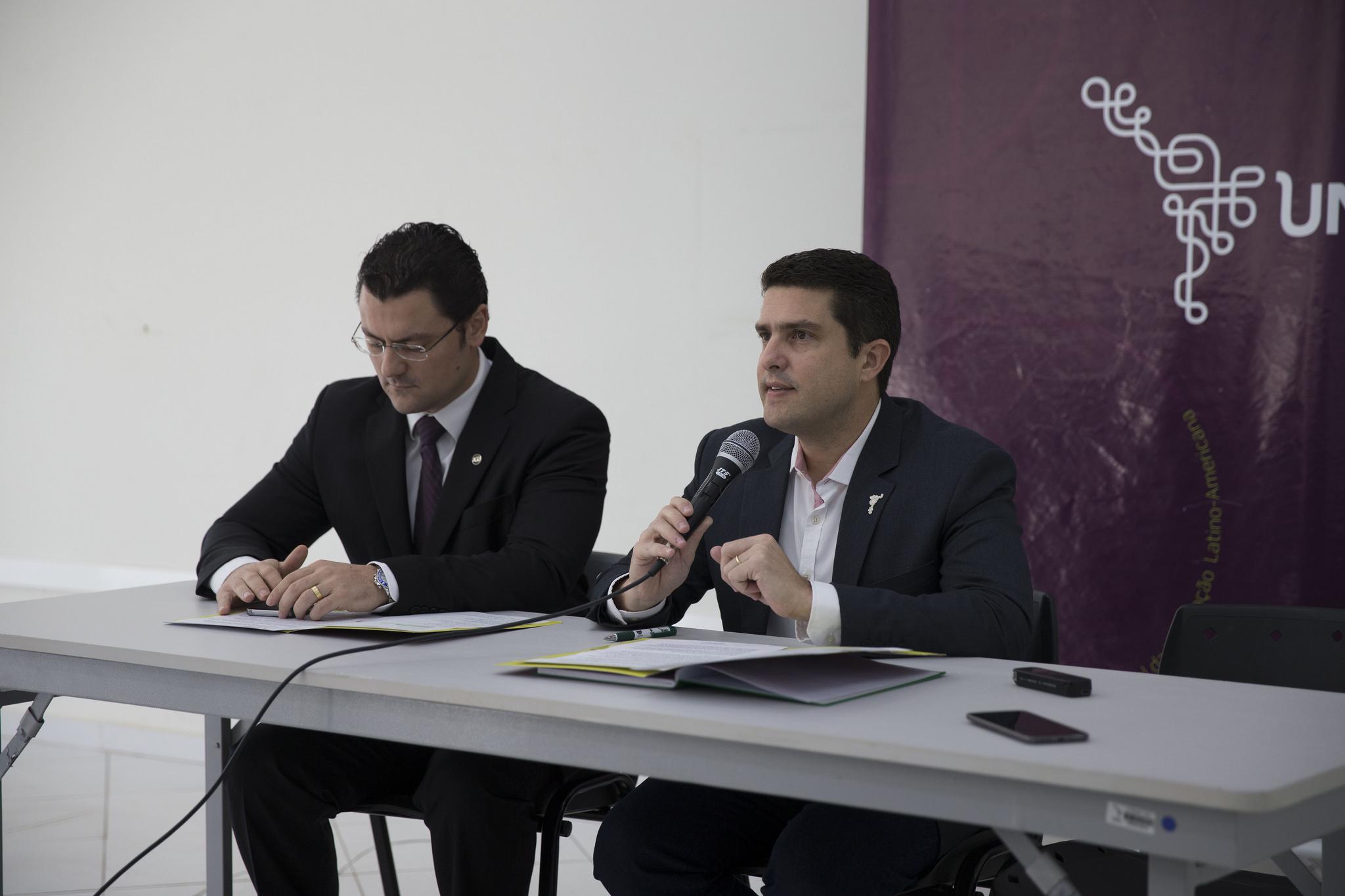 Procurador Egon de Jesus Suek e reitor Gustavo Oliveira Vieira